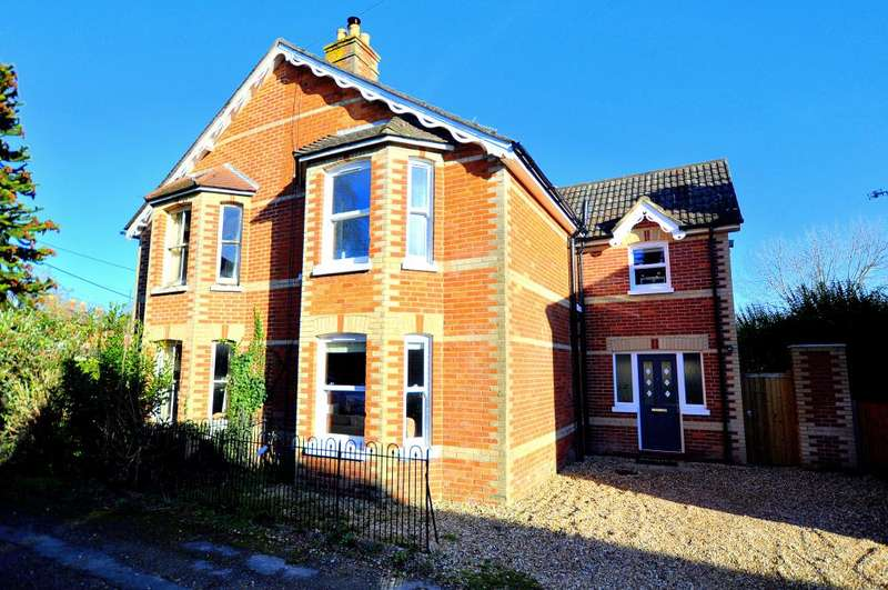4 Bedrooms Semi Detached House for sale in Nursery Road, Ringwood, BH24 1NF