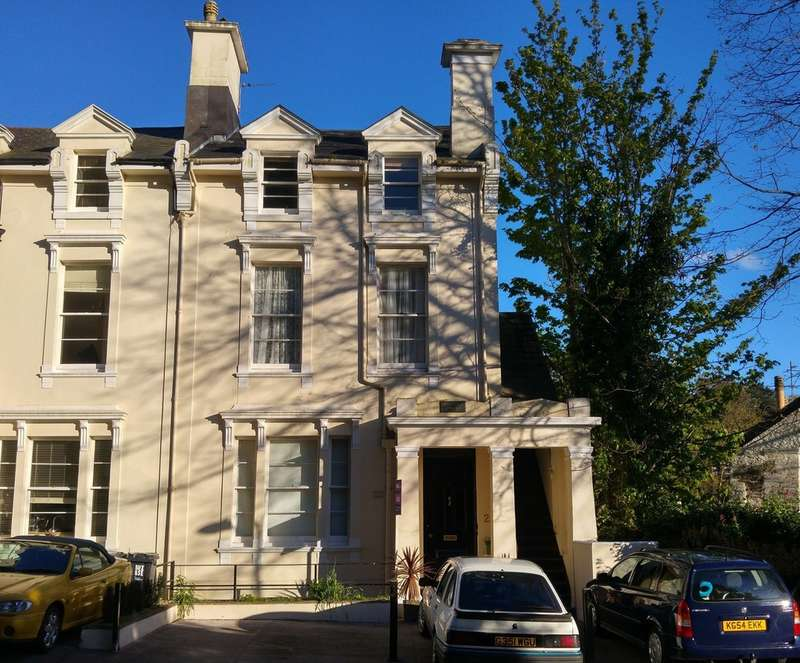 2 Bedrooms Flat for sale in 1 Clifton Grove , Old Torwood Road