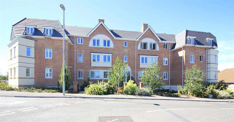 2 Bedrooms Apartment Flat for sale in Brock Court, Verwood