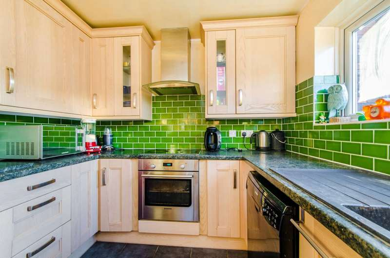 2 Bedrooms Detached House for sale in Fairview Avenue, Wembley, HA0