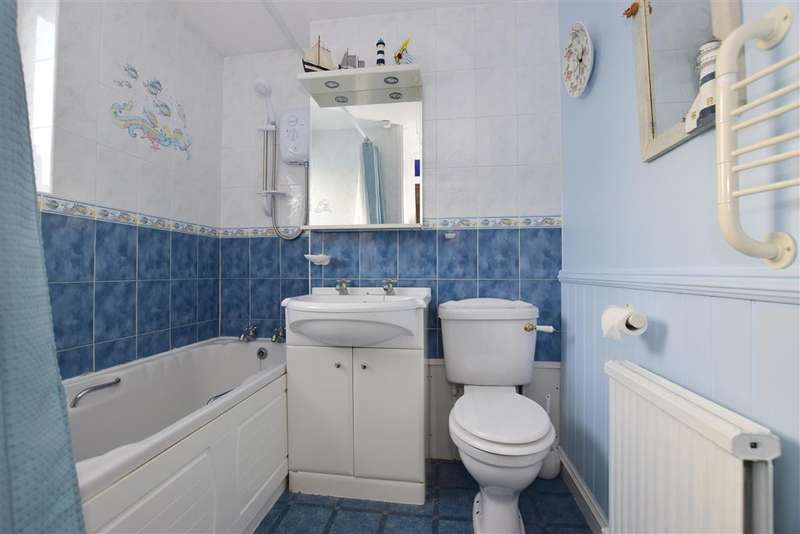 3 Bedrooms End Of Terrace House for sale in Ayelands, New Ash Green, Longfield, Kent