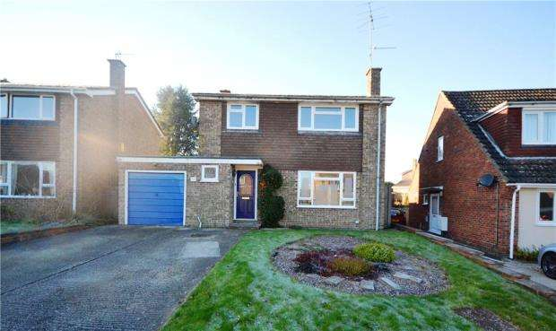 4 Bedrooms Detached House for sale in Lightsfield, Oakley, Basingstoke