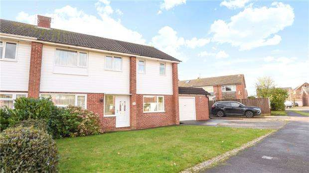 4 Bedrooms Semi Detached House for sale in Fitzroy Crescent, Woodley, Reading