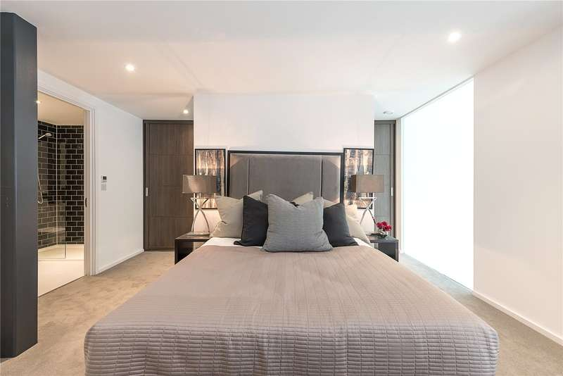 2 Bedrooms Flat for sale in Canterbury Road, London, NW6