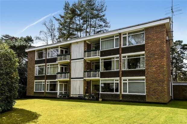 2 Bedrooms Flat for sale in Birch Court, Birchside, CROWTHORNE, Berkshire