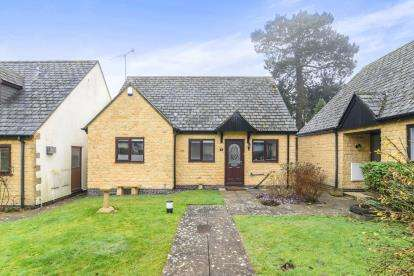 2 Bedrooms Bungalow for sale in The Courtyard, Fosseway House, Fosseway, Stow On The Wold