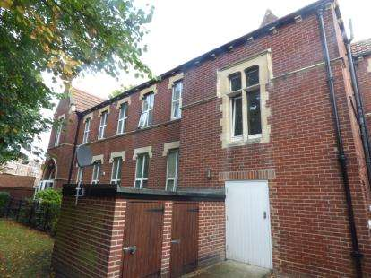 2 Bedrooms Flat for sale in 404 Old Commercial Road, Portsmouth, Hampshire