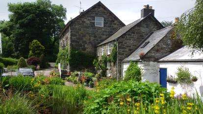 5 Bedrooms Detached House for sale in With Two Holiday Cottages, Llanfor, Bala, Gwynedd, LL23
