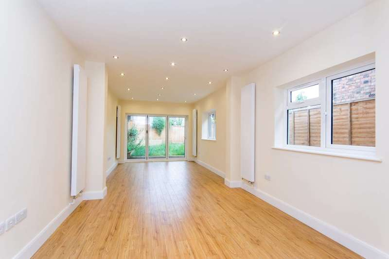 4 Bedrooms House for sale in Litchfield Gardens, Willesden Green, NW10
