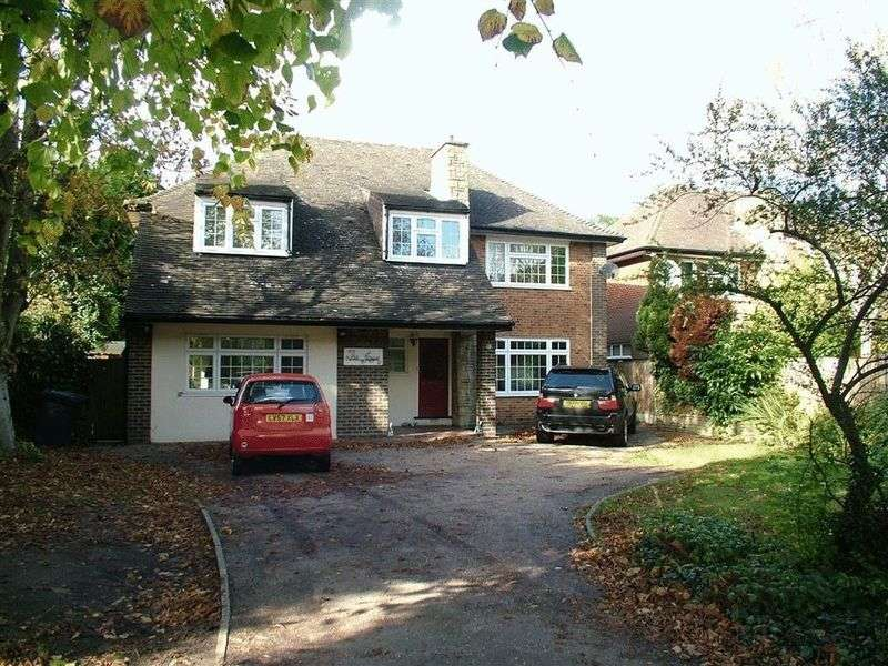 4 Bedrooms Detached House for sale in Barnet Road, EN5 3EP