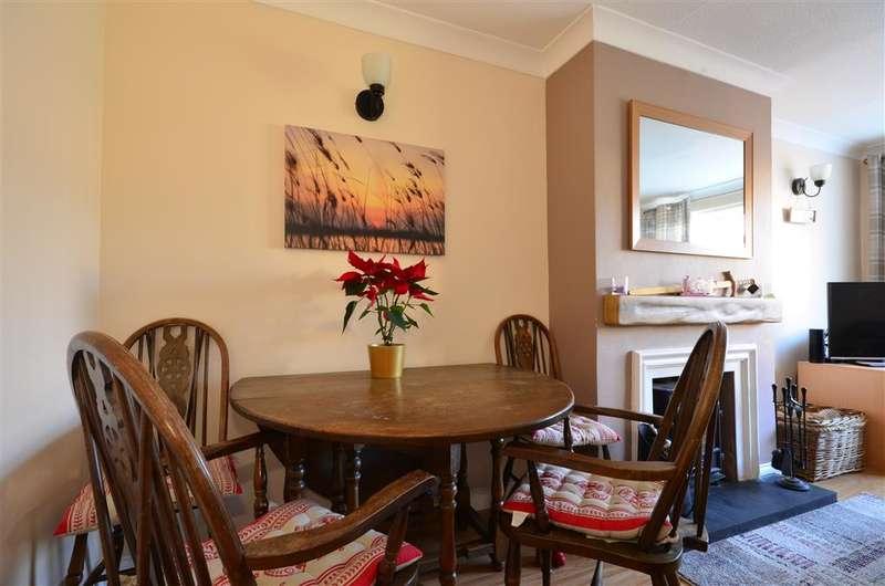 2 Bedrooms Semi Detached Bungalow for sale in Bridge Road, Wickford, Essex