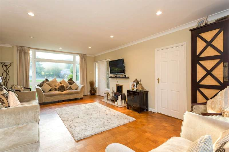 4 Bedrooms Detached House for sale in Chiltern Close, Bushey, WD23
