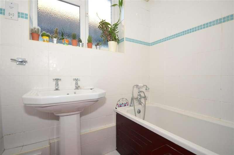 2 Bedrooms Bungalow for sale in Millmead Avenue, Margate, Kent