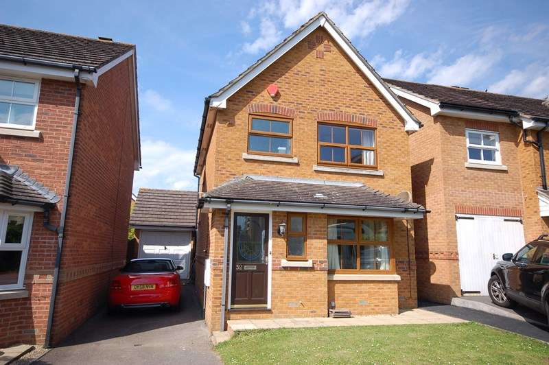 3 Bedrooms Detached House for sale in Vitre Gardens, Lymington
