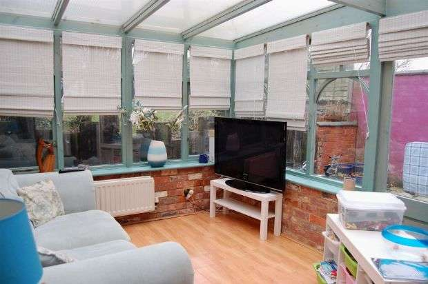 3 Bedrooms Semi Detached House for sale in Beech Avenue, Abington, Northampton NN3 2HE