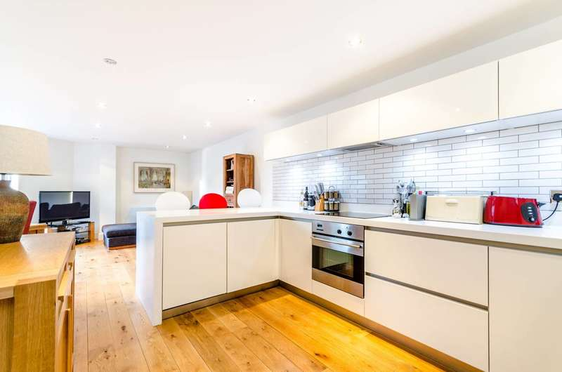 2 Bedrooms Flat for sale in Falconet Court, Wapping, E1W