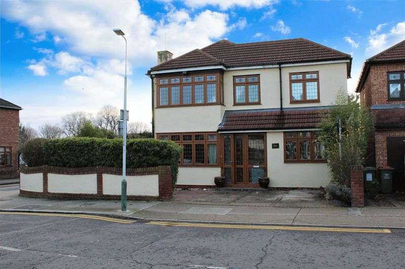 4 Bedrooms Detached House for sale in Albany Road, Hornchurch
