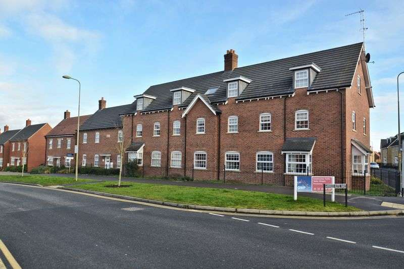 2 Bedrooms Flat for sale in Red Kite Way, Didcot