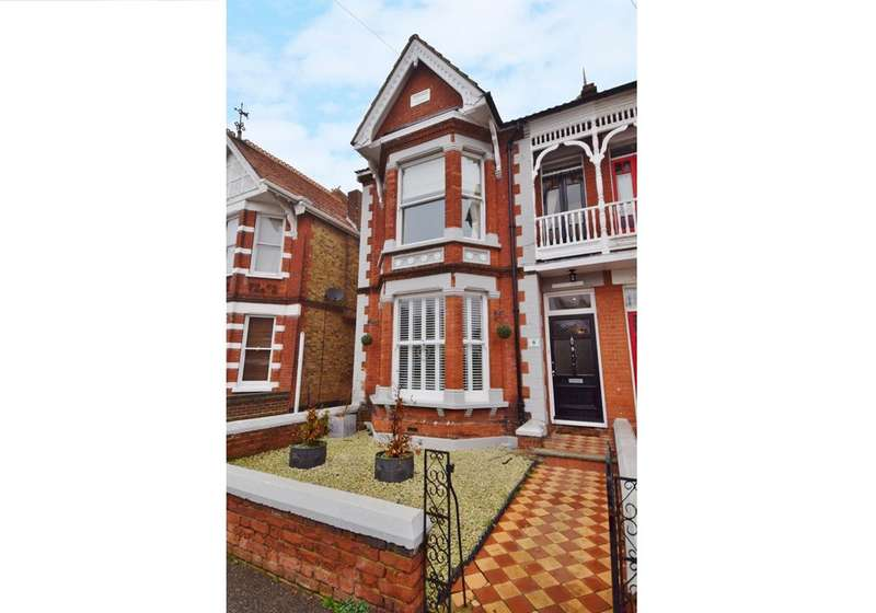 4 Bedrooms Semi Detached House for sale in Cecil Park, Herne Bay