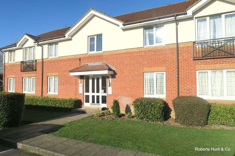 2 Bedrooms Flat for sale in Trevithick Close, Feltham