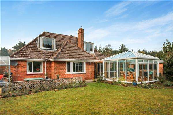 3 Bedrooms Bungalow for sale in Sheilens Hyde, Wareham