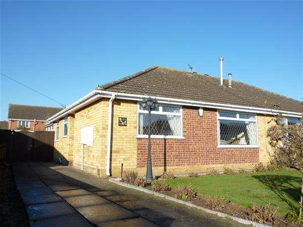 2 Bedrooms Semi Detached Bungalow for sale in OAKWOOD DRIVE, WYBERS WOOD, GRIMSBY