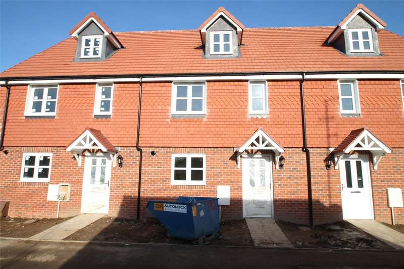3 Bedrooms Terraced House for sale in Toddington Lane, Littlehampton, West Sussex, BN17