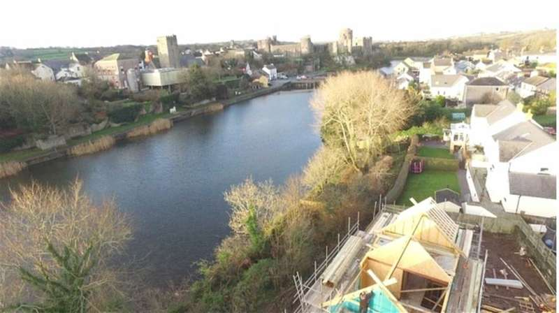 3 Bedrooms Property for sale in Riverside Close, Pembroke