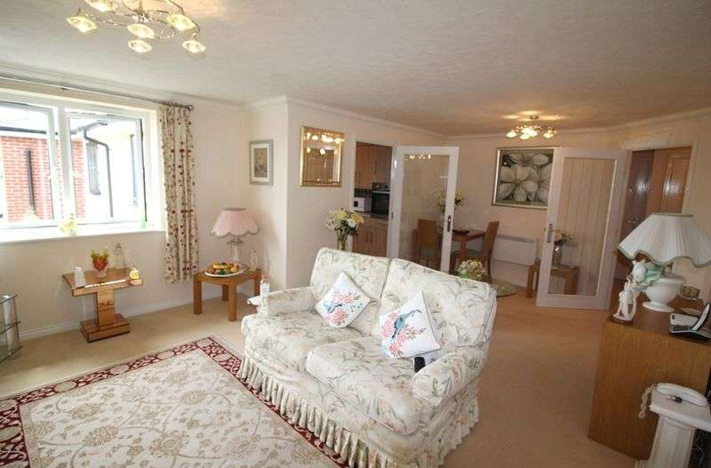 1 Bedroom Flat for sale in Osbourne Lodge:** Beautifully presented apartment & social activities at development **