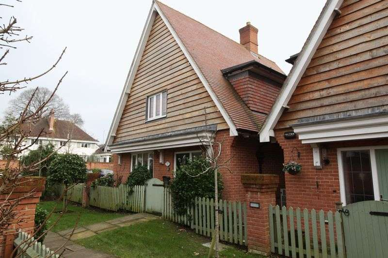 3 Bedrooms Detached House for sale in Hornbeam Way, Blandford Forum