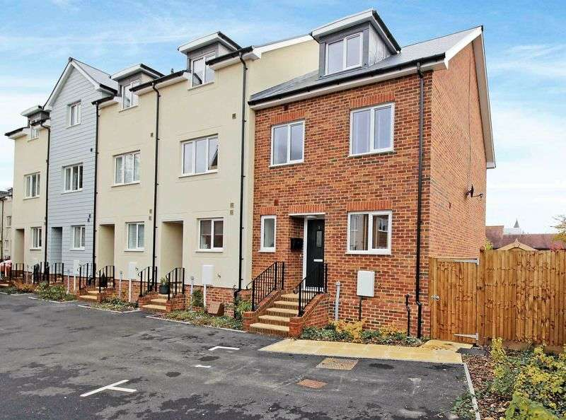 4 Bedrooms Terraced House for sale in 4 bedroom townhouse - Beautifully presented and versatile three storey family home