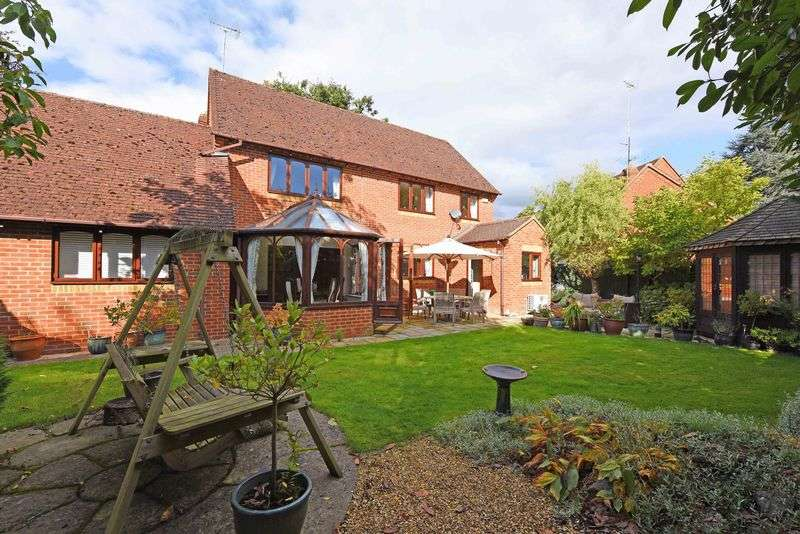 4 Bedrooms Detached House for sale in Oak Drive Burghfield Common