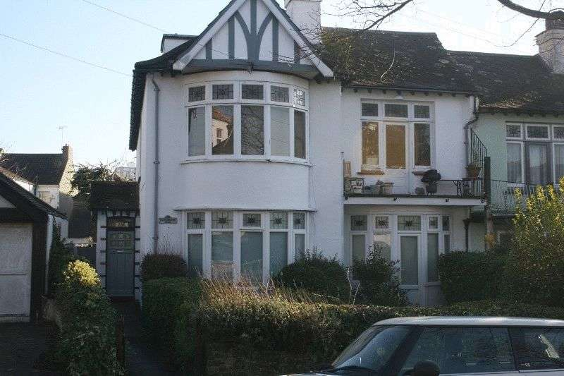 2 Bedrooms Flat for sale in Cossington Road, Westcliff-on-Sea