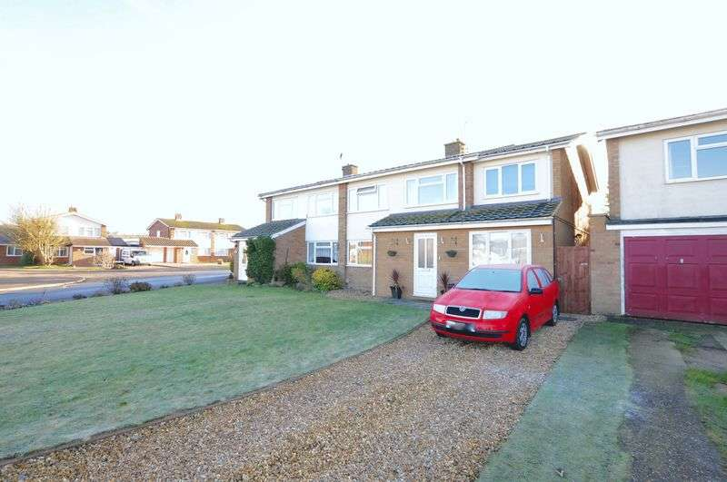 4 Bedrooms Semi Detached House for sale in Honey Way, Royston