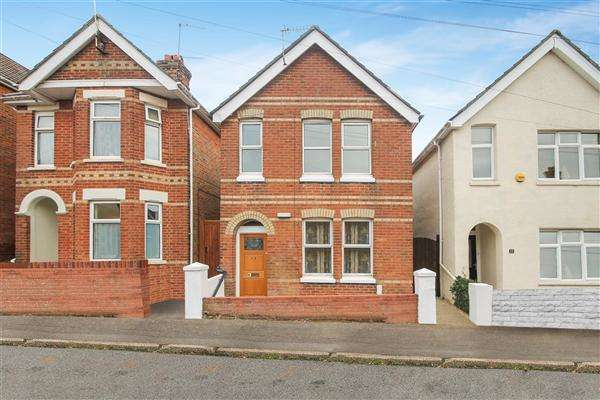 3 Bedrooms Detached House for sale in Lyell Road, Poole