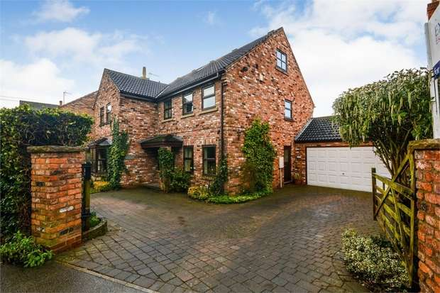 5 Bedrooms Detached House for sale in Skipwith Road, Escrick, York