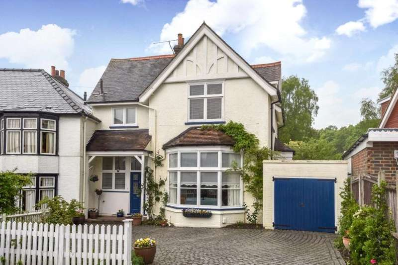 2 Bedrooms Semi Detached House for sale in Baldwins Hill, Loughton, Essex, IG10