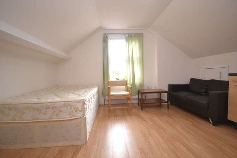 Studio Flat for rent in Connaught Road, Reading