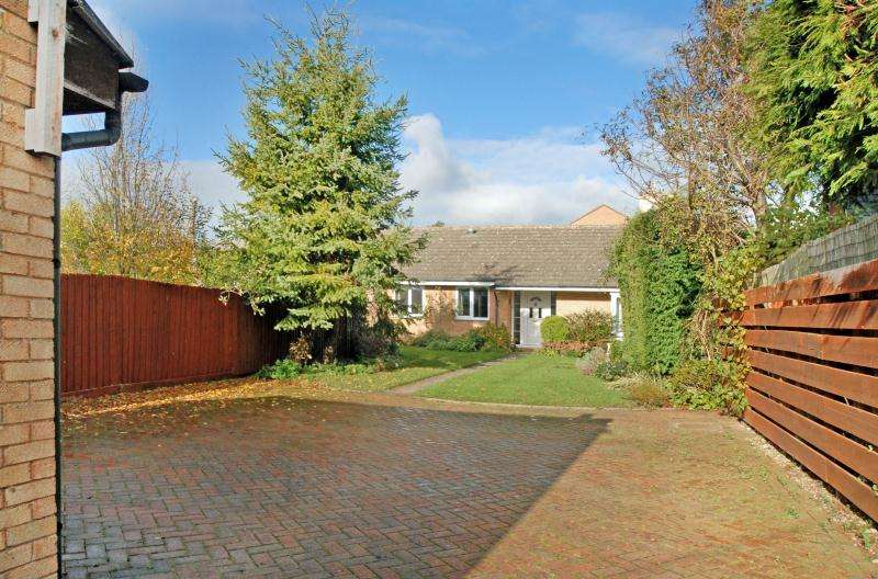 4 Bedrooms Detached Bungalow for sale in North Street, Middle Barton, Chipping Norton, Oxfordshire, OX7