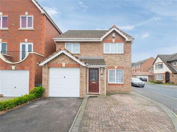 3 Bedrooms Detached House for sale in 51 Deverills Way, Langley, Berkshire