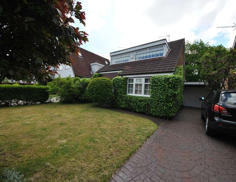 3 Bedrooms Detached House for sale in South Meade, Maghull. L31 8EG