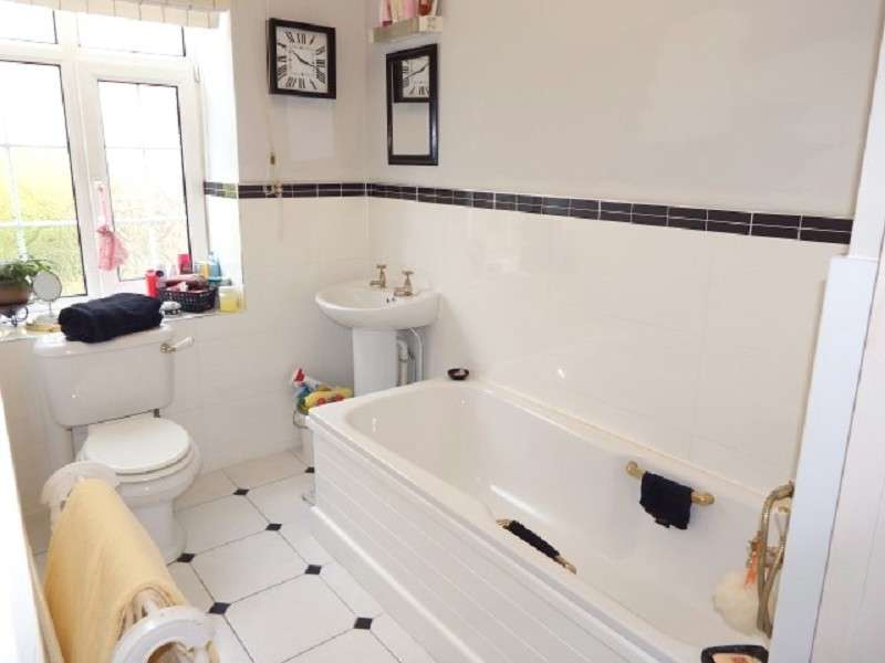 3 Bedrooms Ground Flat for sale in Clewer Court, Off Oakfield Road, Newport. NP20 4LQ