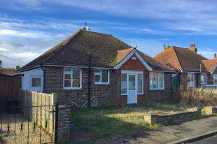 3 Bedrooms Bungalow for sale in Chyngton Gardens, Seaford, East Sussex