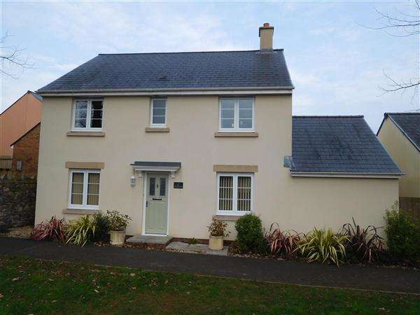 4 Bedrooms Detached House for sale in Ashtree Road, Caldicot