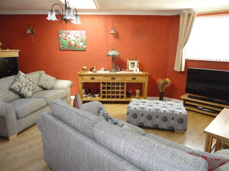 3 Bedrooms Detached House for sale in Almons Way, Wexham, Slough, SL2 5UE