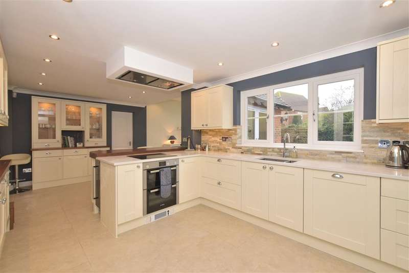 3 Bedrooms Detached House for sale in London Road, Ashington, West Sussex
