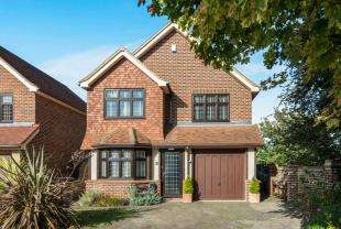 4 Bedrooms Detached House for sale in Tudor Close, Northfleet, Gravesend, Kent