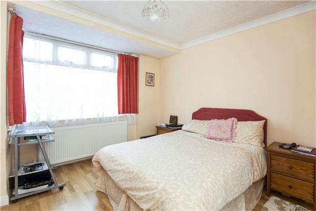 3 Bedrooms End Of Terrace House for sale in Turner Road, EDGWARE, Middlesex, HA8 6AR