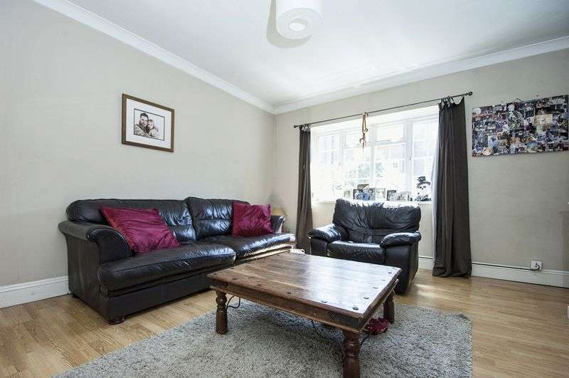 2 Bedrooms Flat for sale in Regnolruf Court, Walton on Thames.