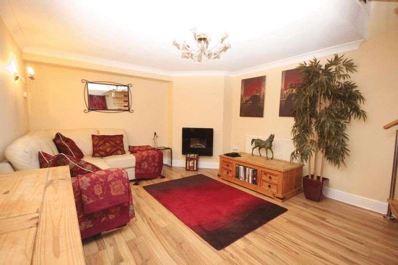 4 Bedrooms Terraced House for sale in Carrow Road, Norwich